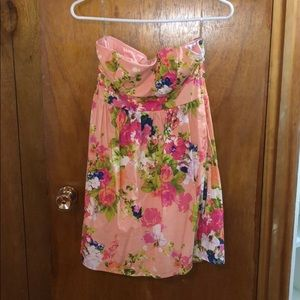 Dresses & Skirts - Floral pink summer dress
